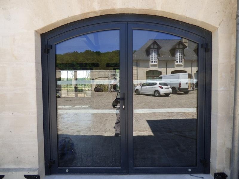 MSM Aluminium est un fabricant de menuiseries droites et cintrées situé en Bretagne (29). MSM fabrique des menuiseries en aluminium, acier et inox.
