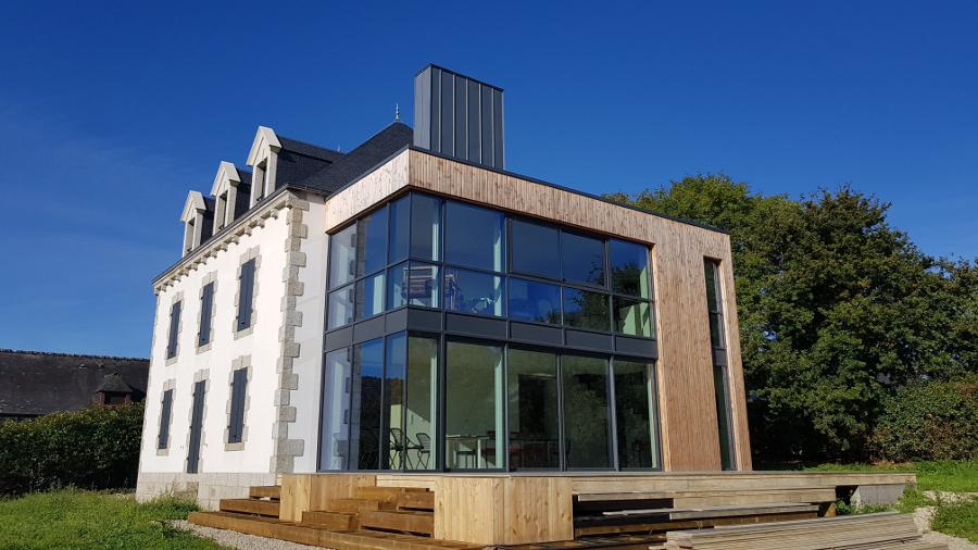 MSM Aluminium conçoit et réalise des façades vitrées (29 et 56).